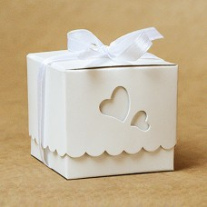 Бонбоньерка в виде коробочки с сердечками