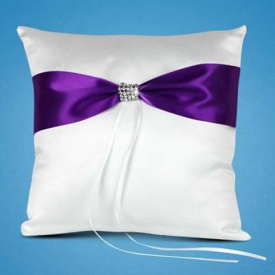 Подушечка для колец с фиолетовой лентой