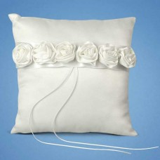Подушечка для  колец с белыми розочками