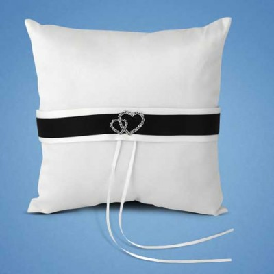 Подушечка для колец с черно-белой лентой