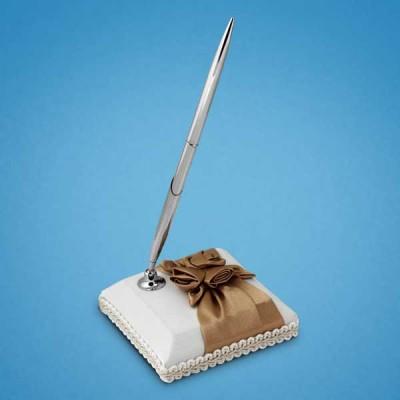 Ручка на подставке с коричневой лентой