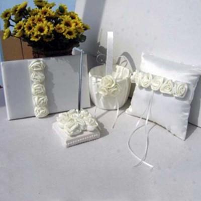 Набор свадебных аксессуаров с белыми розами