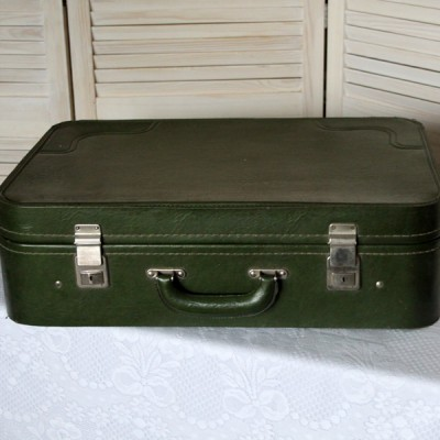Ретро чемодан зеленый
