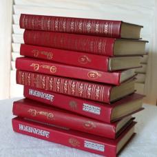 Книги цвета марсала