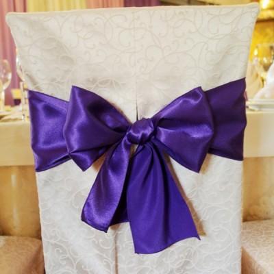 Фиолетовый бант на стул