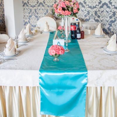 Дорожка на стол мятного цвета