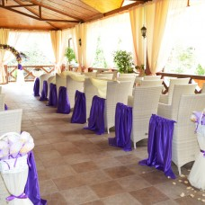 Фиолетовая накидка на стул