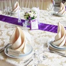 Раннер на стол фиолетового цвета
